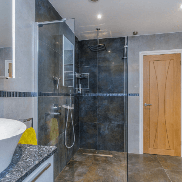 Shower room with dark grey marble walls